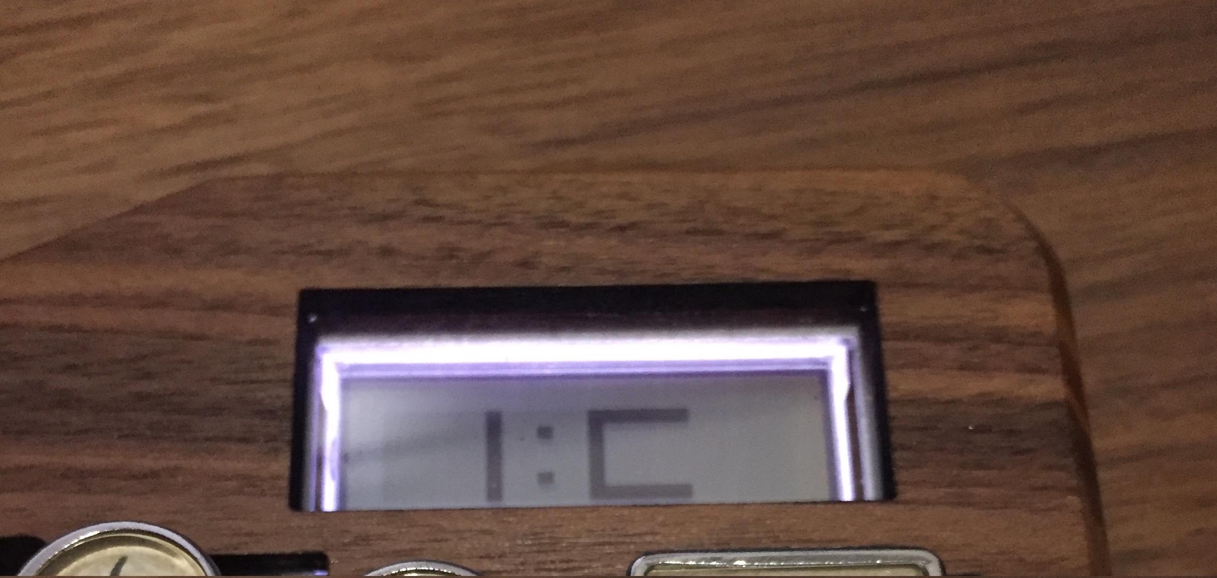 LCD に表示されるデフォルトの Input Club のロゴ