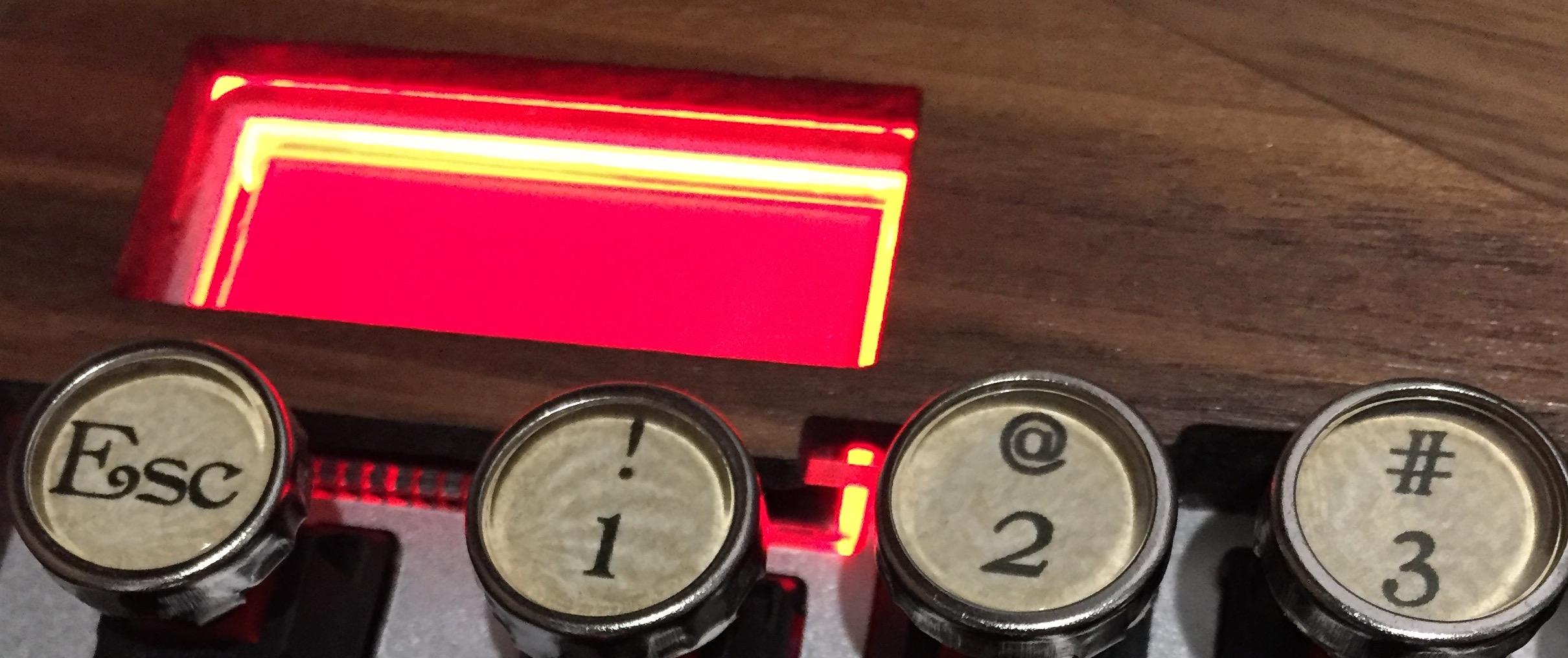 リセットボタンを押すと LCD がオレンジに光る