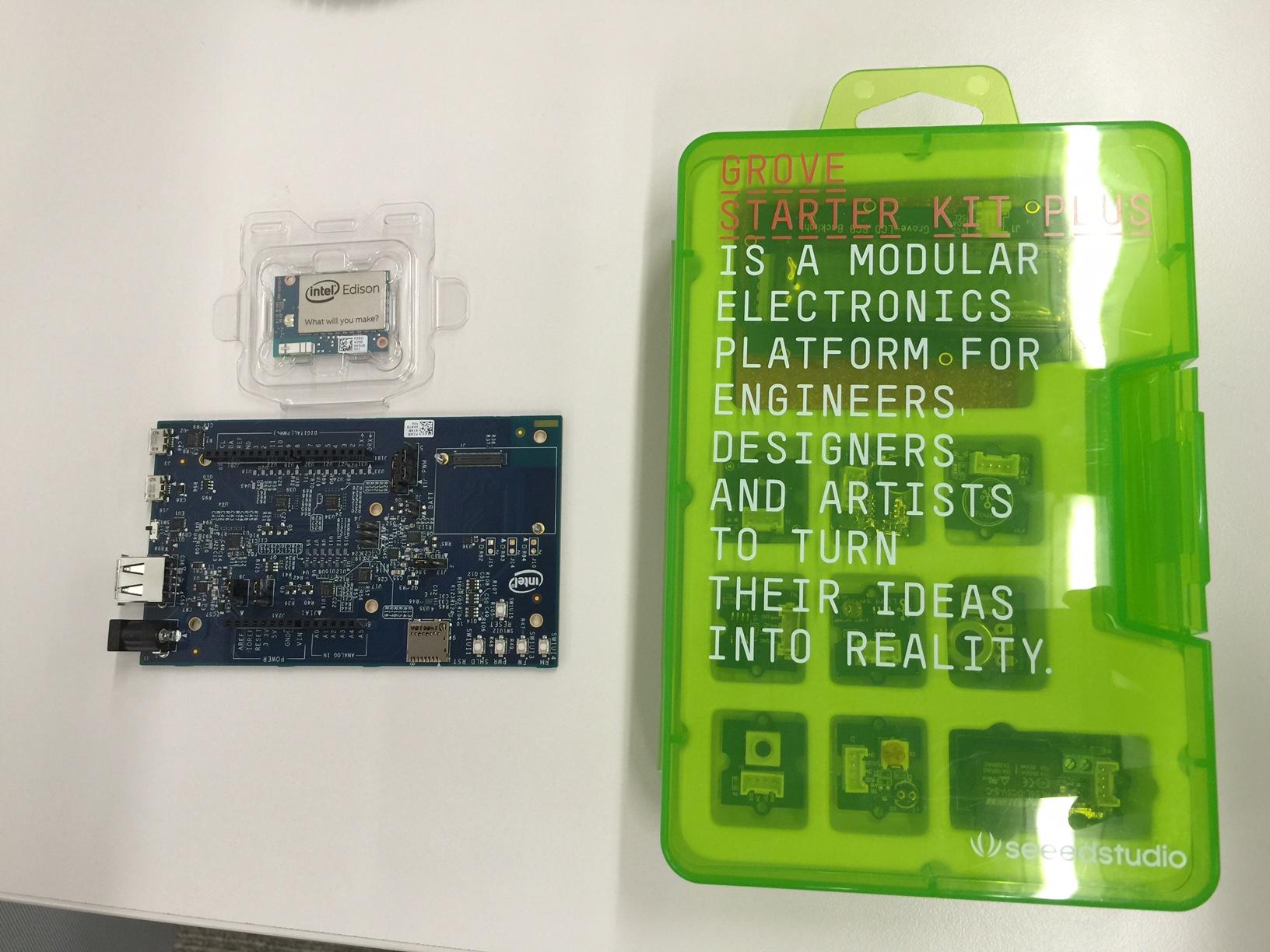 左上がEdison、左下がEdison Kit for Arduino、右側がGROVEキット