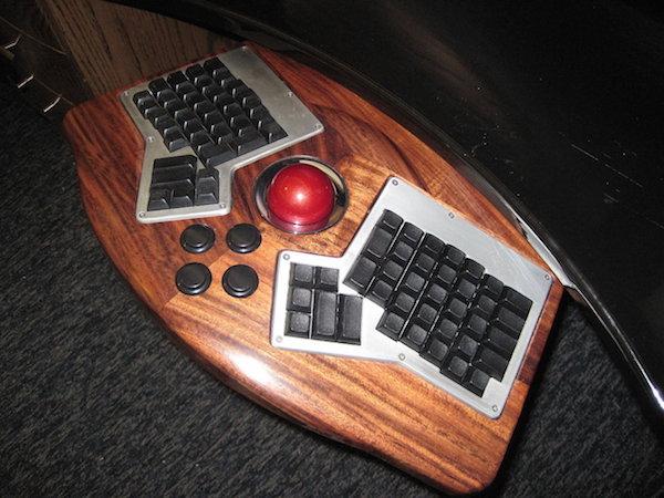 ergodox_keyboard_red_trackball_tray-s.jpg